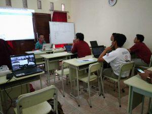 keseriusan siswa mengikuti kelas web deign